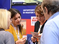 Visitors meeting exhibitors at QUiCKFairs exhibition